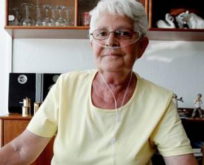 Karin Jensen er KOL-patient og har en telemedicinsk maskine derhjemme. Foto: René Schütze